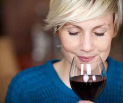 wino uzależniający przyjaziel